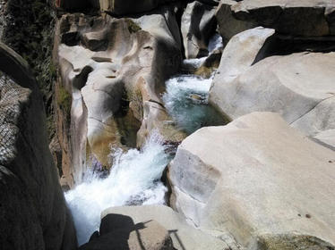 Click image for larger version.  Name:Feather Falls Waterfall.jpg Views:37 Size:22.3 KB ID:815322