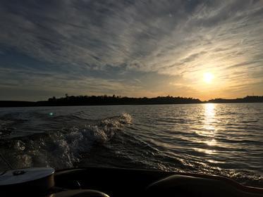 Click image for larger version.  Name:lake1.jpg Views:40 Size:15.9 KB ID:853682