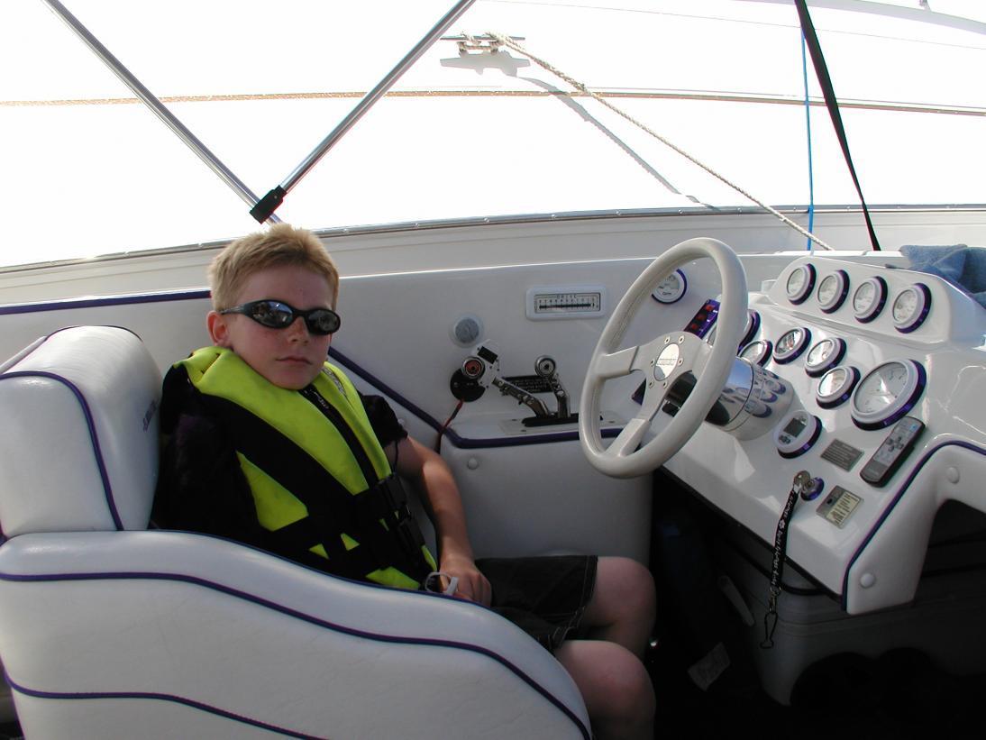 Click image for larger version.  Name:motor hm larrys boat 041.jpg Views:56 Size:84.8 KB ID:44598